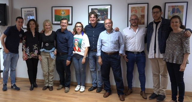 """El pasado 9 de mayo a las 19:00 horas tuvimos la oportunidad de compartir la tarde con Oscar Cebolla Bueno, autor de la exposición """"Psoe: una retrospectiva personal"""",que ha querido […]"""